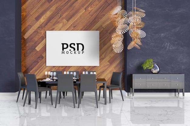 Sala com detalhes em madeira e molduras
