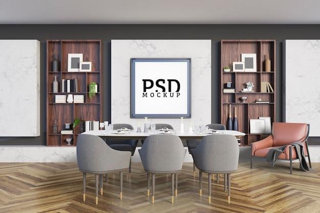 Sala de jantar com detalhes são prateleiras decorativas e molduras