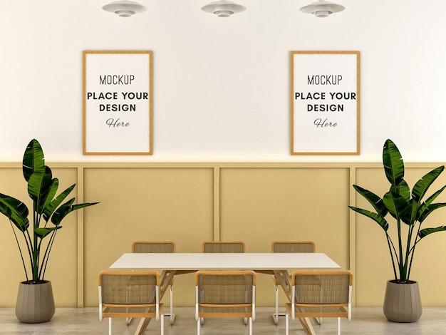 Sala de jantar minimalista com duas molduras de madeira