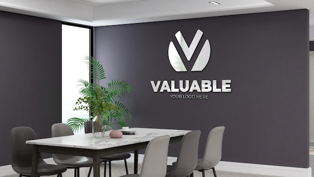 Sala de reunião do escritório com maquete do logotipo da parede