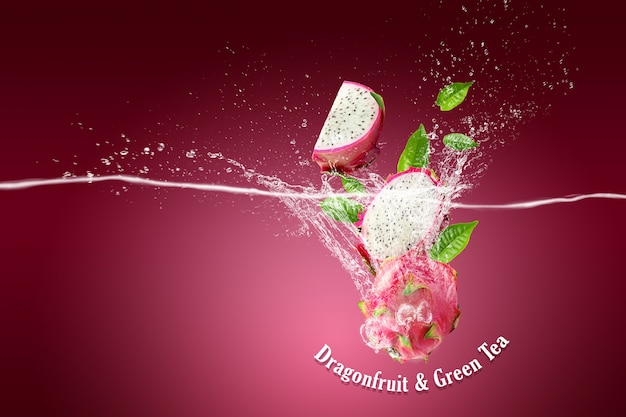 Salpicos de água na fruta do dragão ou pitaya em rosa
