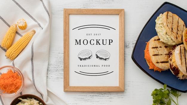 Sanduíches em maquete de prato vista superior
