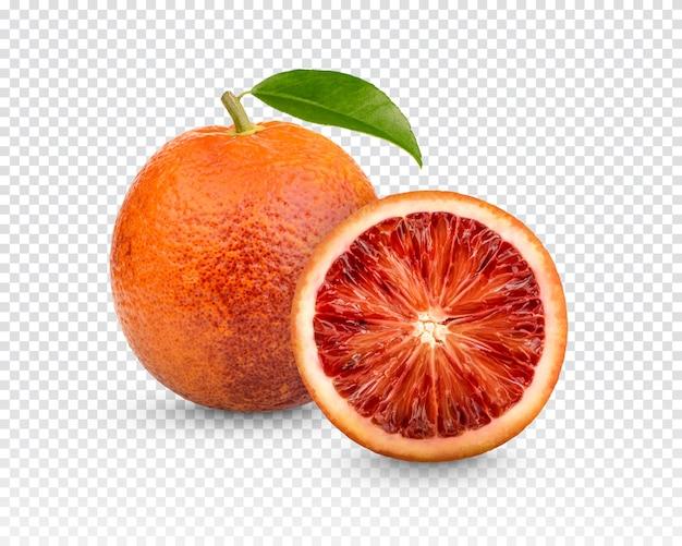 Sangue de laranja fresco com folhas isoladas