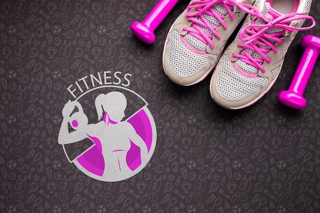 Sapatos e pesos para aulas de fitness