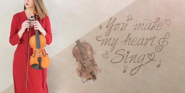 Senhora irreconhecível, segurando o modelo de violoncelo