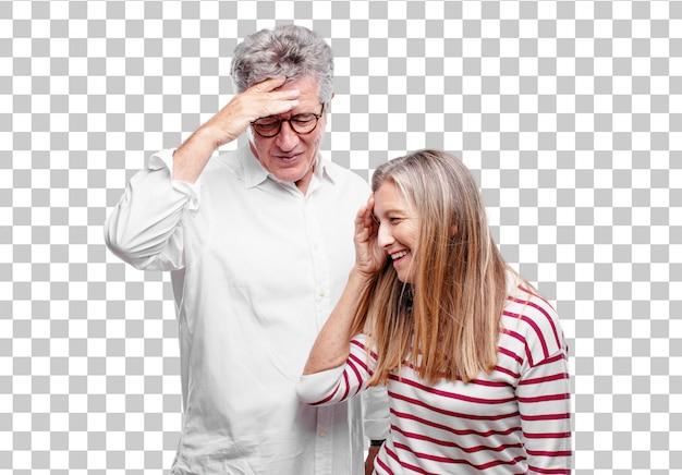 Senior legal marido e mulher alegremente realizando algumas boas e surpreendentes notícias