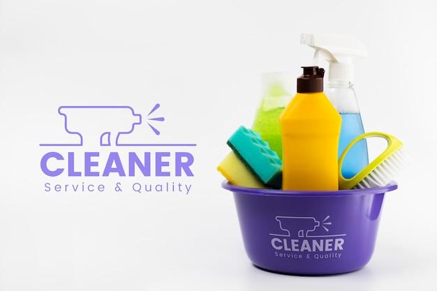 Serviço mais limpo e produtos de qualidade em um balde