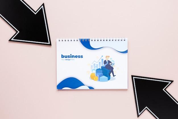 Setas pretas e caderno de negócios
