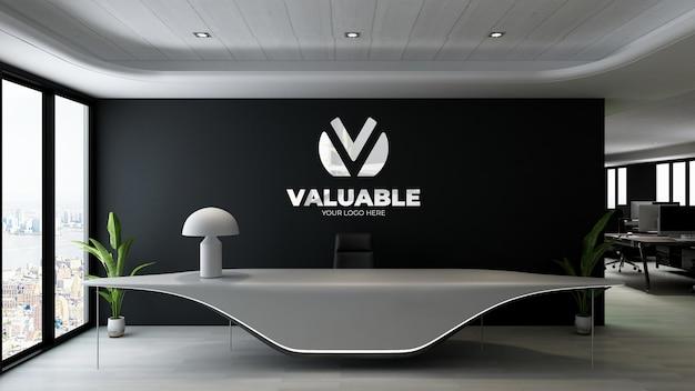 Sinal de maquete de logotipo de luxo na sala do escritório do hotel da recepcionista