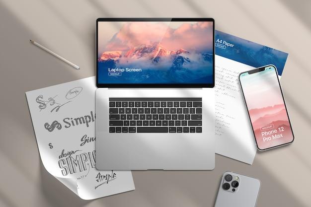 Smartphone 12, papel e maquete de laptop