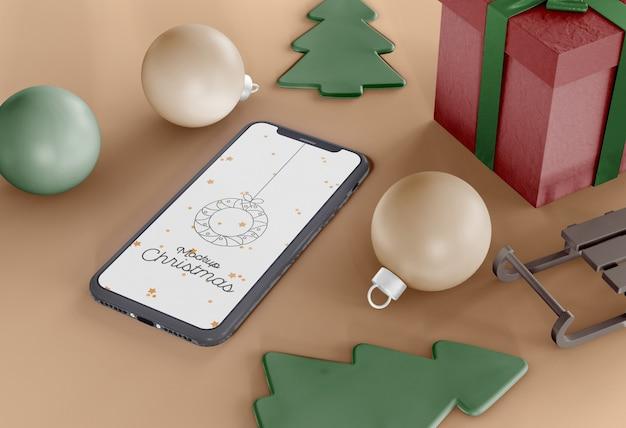 Smartphone com maquete de enfeites de natal
