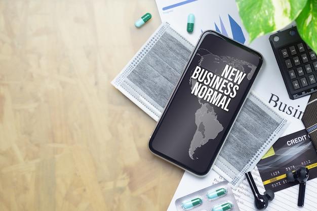 Smartphone de maquete para o novo negócio normal após o conceito covid-19.