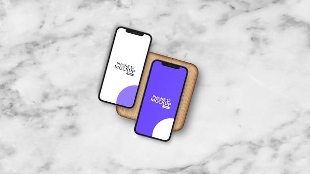 Smartphone em peça de madeira maquete isolada