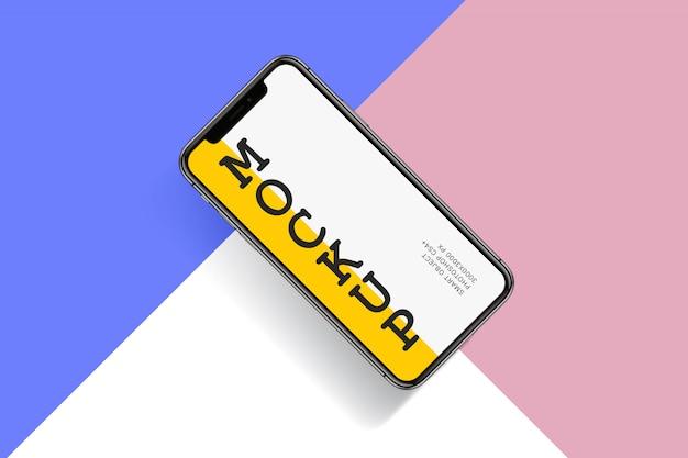 Smartphone mock-up em fundo colorido