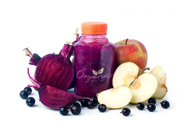 Suco de beterraba fresca com legumes e frutas.