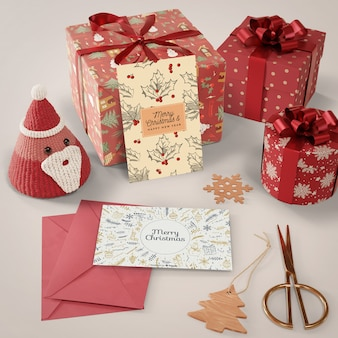 Surpresa e presentes de cartão de natal para os entes queridos