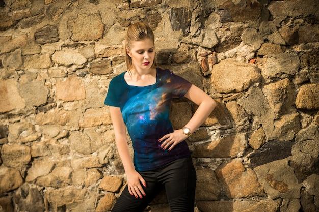 T-shirt de mulher com maquiagem