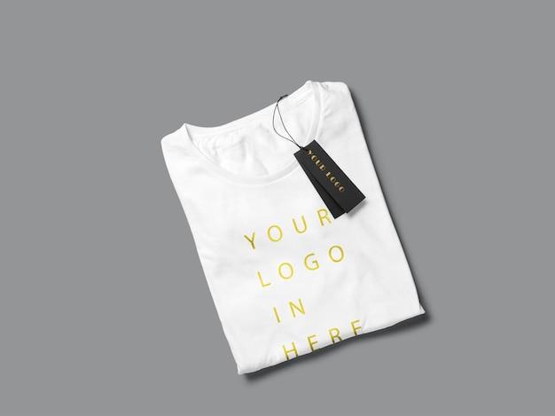 T-shirt dobrada com tag mockup design