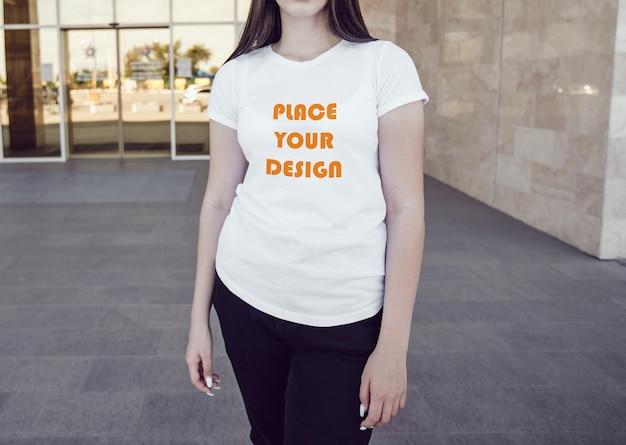 T-shirt feminina simulada