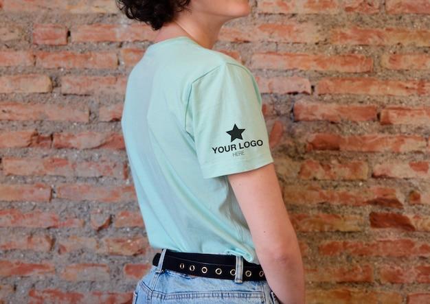 T-shirt lateral com manga de maquete