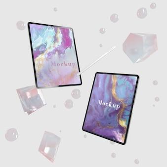 Tablet com tela de maquete na superfície de vidro bonito