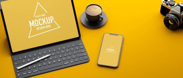 Tablet digital com acessórios e tela de maquete de smartphone na mesa amarela renderização 3d