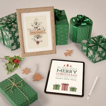 Tablet e pintura com tema de natal