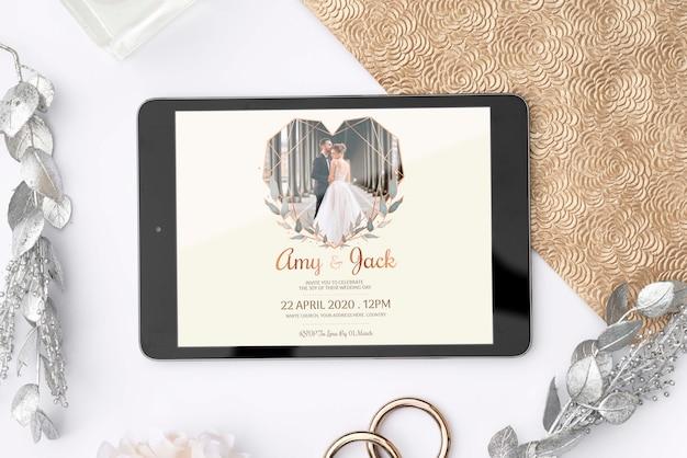 Tablet leigo plana com imagem de casamento