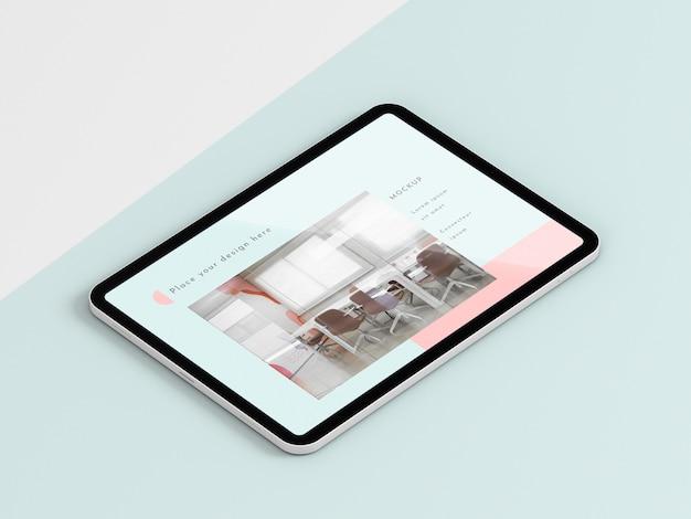 Tablet moderno de alto ângulo com simulação de tela