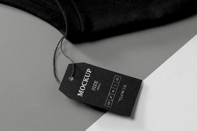 Tamanho da roupa maquete preta vista elevada e toalha preta