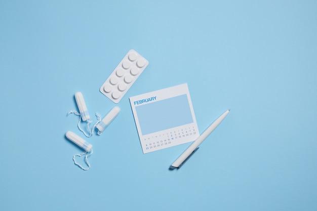 Tampão sanitário menstrual, analgésicos