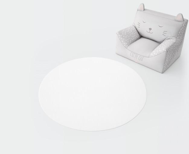 Tapete branco e assento macio