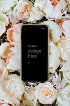 Telefone preto em branco em maquete de rosas pastel