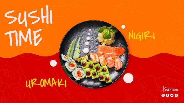 Tempo de sushi com nigiri e uramaki com peixe cru para restaurante japonês oriental asiático ou sushibar