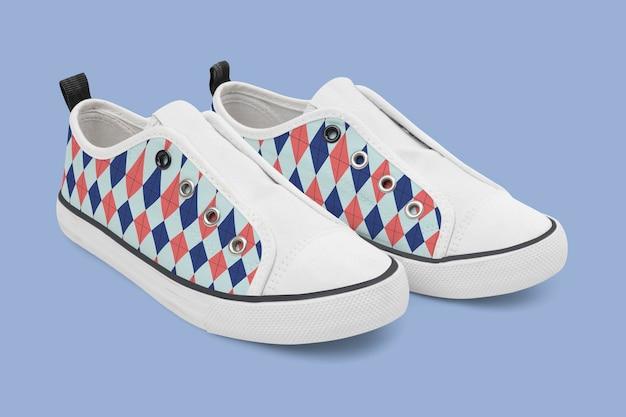 Tênis de streetwear colorido maquete deslizante da moda