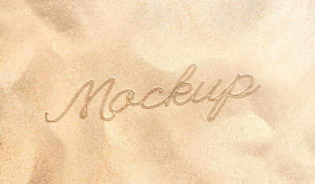 Texto escrito na maquete da praia de areia