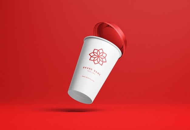 Tirar papel xícara de café maquete em perspectiva