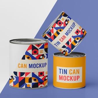 Três latas com comida