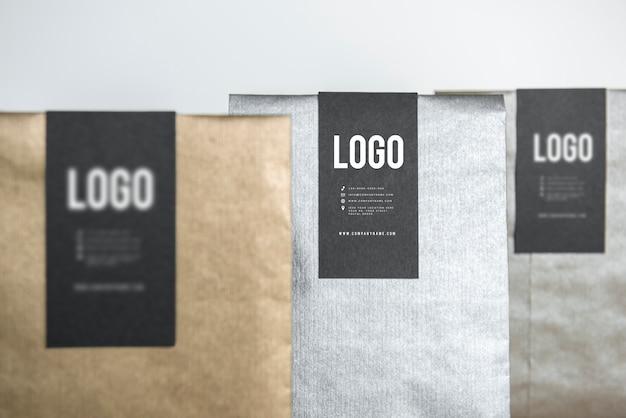 Três maquetes de embalagem de presente metálico