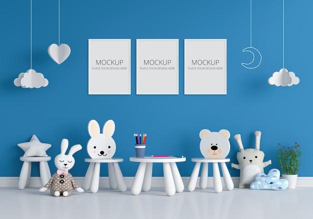 Três molduras para fotos em branco para maquete no quarto de criança