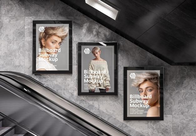 Três outdoors verticais na maquete da estação de metrô