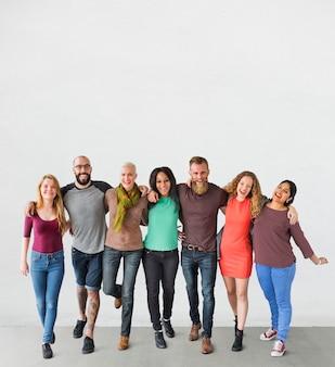 Um grupo de amigos internacionais