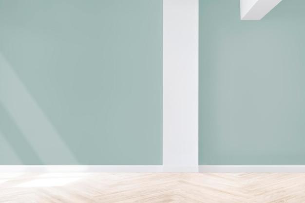 Uma sala de conferências bem iluminada com dois quadros brancos e uma televisão.