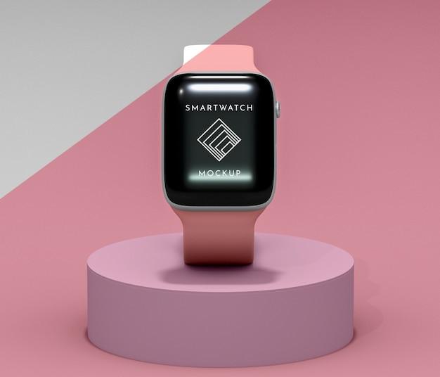 Variedade com smartwatch moderno com maquete de tela