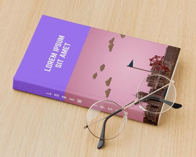 Variedade de capa de livro com óculos