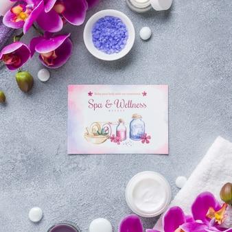 Variedade de centro de spa com maquete de cartão