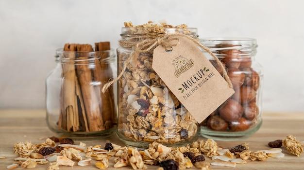 Variedade de cereais matinais com maquete de etiqueta