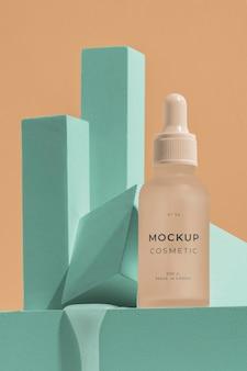Variedade de cosméticos de mock-up com elementos de fusão