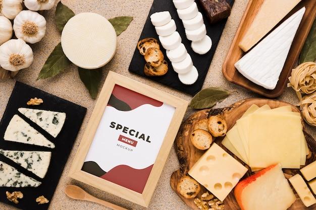 Variedade de deliciosos alimentos com maquete de molduras