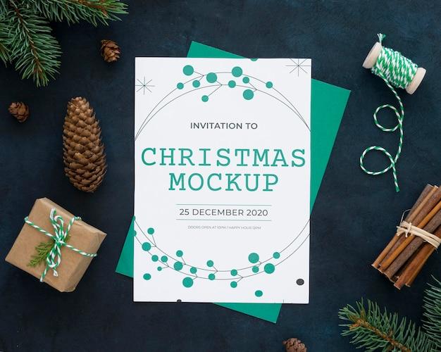 Variedade de elementos da véspera de natal com maquete de cartão